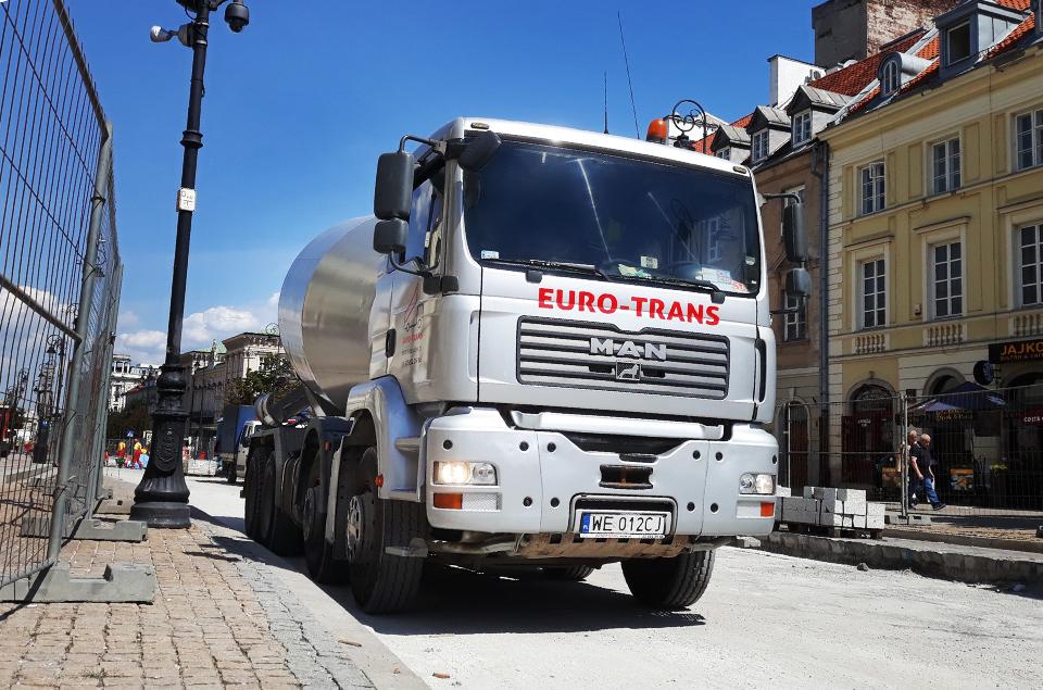 EURO-TRANS dysponuje taborem betonomieszarek opojemności: 7m3, 9m3i10 m3.