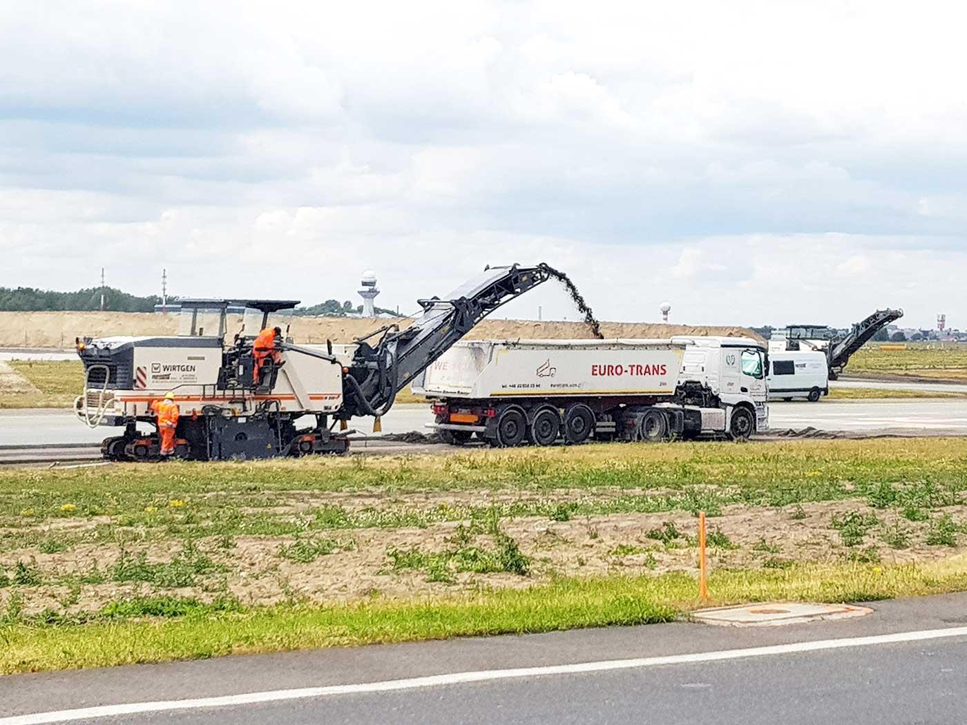 Transport kruszywprzez EURO - TRANS na lotnisku Chopina w Warszawie